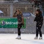 Снег на катке