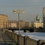 Вид на Исидоровскую церковь и Аларчин мост через канал Грибоедова, соединяющий Коломенский и Покровский острова.