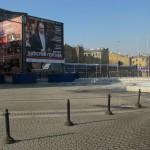 Площадь перед концертным залом Мариинского театра.