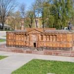 Мини-Михайловский замок  в Александровском парке.