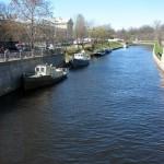 На Аптекарском мосту. Река Карповка.