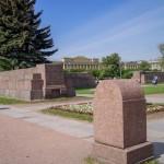 """Марсово поле. Эпитафия на памятнике """"Борцам революции""""."""