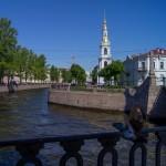 На перекресте двух каналов - Крюкова и Грибоедова.