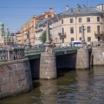 Пикалов мост через канал Грибоедова. На соединении Коломенского и Покровского островов.