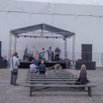 Новая Голландия. Музыканты пытаются играть что-то динамичное. Аппаратура не позволяет.