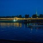 Иоанновский мост не разводится, но с 22-00 не пускает посетителей в Петропавловку.