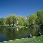 В Юсуповском саду. Рыболовы на берегу пруда.