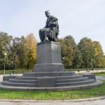 Памятник Грибоедову на Пионерской площади.