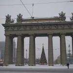 Московские ворота с Новогодней елкой