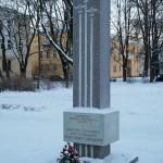 Памятник героям-летчикам в сквере на улице Савушкина.