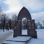 Памятник первостроителям Петербурга в Сампсониевском саду.