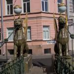 На Банковском мосту через канал Грибоедова.