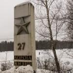 Памятный километровый знак на Дороге жизни. Автотрасса А128.