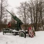 """Мемориал """"Разорванное кольцо"""". 85-мм зенитное орудие."""