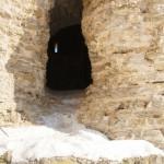 У крепости Копорье: пролом в крепостной стене.