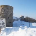 У крепости Копорье: вход в крепость платный.