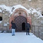 На крепостном мосту. У входа в крепость Копорье