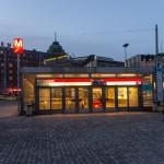 Вход в станцию метро Хаканиеми в Хельсинки.
