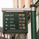 Электронное табло на трамвайной остановке в Хельсинки.