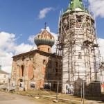 Старая Ладога. Никольский собор с колокольней в Никольском монастыре.