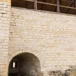Крепость Старая Ладога. Бойница в крепостной стене.