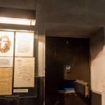 У камеры Веры Фигнер в Новой тюрьме в Шлиссельбургской крепости.