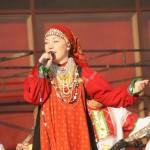 У кинотеатра Быль. Выступление певицы Елены Поповой.
