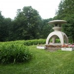 В Приморском парке Победы. Японский каменный фонарь от города Осака.