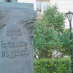 Надпись на памятнике Габдулле Тукаю на Зверинской улице.
