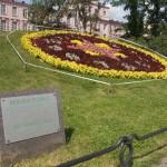 """Клумба """"Часы"""" в Александровском парке."""