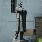 Памятник Ленину на дворе Нарвского замка.
