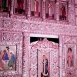 В Холкинском монастыре. Часть фарфорового иконостаса в пещерной церкви Троицы Живоначальной