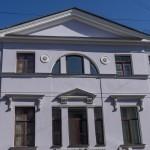 У дома Рогожина на Гороховой.