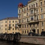 На канале Грибоедова. У дома Сони Мармеладовой.
