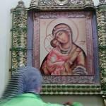 В Холкинском монастыре. Фарфоровый иконостас в надвратном храме.