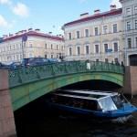 У Певческого моста через Мойку.