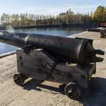 Кронштадт. Старинные пушки у Итальянского пруда.