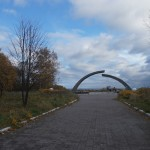 """Мемориал """"Разорванное кольцо"""" у Ладожского озера."""