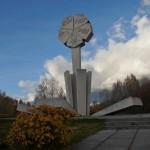 "Монумент ""Цветок жизни"" на 3-м километре Дороги жизни."