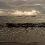 Зеленогорск. На Золотом пляже. Солнце пробивается сквозь тучи.