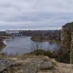 Ивангородская крепость. Вид на реку Нарва и Нарвскую ГЭС.