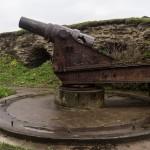 Ивангородская крепость. Артиллерийское орудие у стен Арсенала.