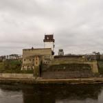 Нарвский замок. Вид со стен Ивангородской крепости.