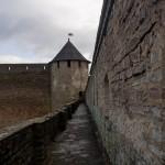 Крепостные стены Ивангородской крепости в Переднем городе.