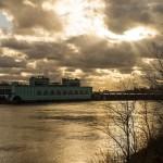 Волховская ГЭС на реке Волхов.