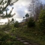Старая Ладога. Дорожка  по Малышевой горе  от святого источника Параскевы Пятницы.