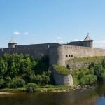 Иангородская крепость. Вид из Нарвского замка.