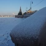 На Адмиралтейской набережной Невы в январе.
