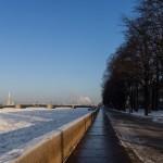 Адмиралтейская набережная в Санкт-Петербурге. Январь.