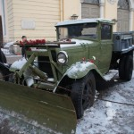 """Грузовой автомобиль ГАЗ-АА (""""Полуторка"""") со снегоуборочным оборудованием."""